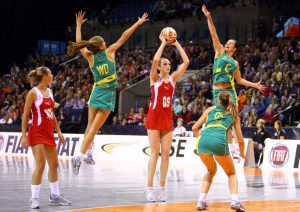 women-playing-netball