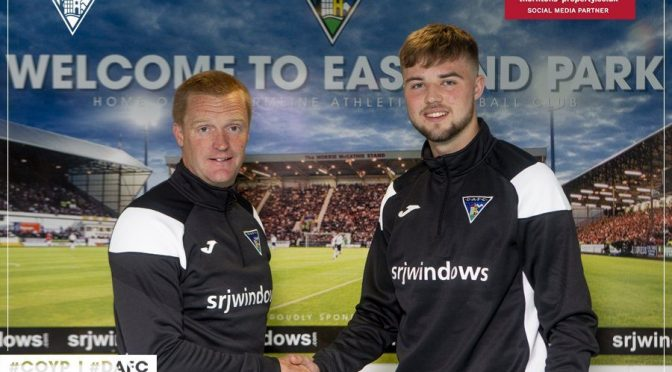 Professional football contract signed by U19s goalkeeper