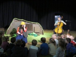 The Worm at Lochgelly Centre, Looking for Hats