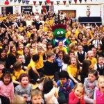 Killermont Primary pupils with Clyde