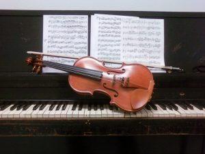 violin_piano_pair_by_sinenombre3